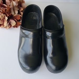 Dansko Professional Leather Black Clogs 38 Narrow